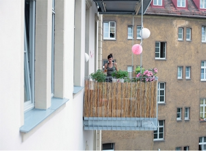 Der Balkon von gegenüber betrachtet