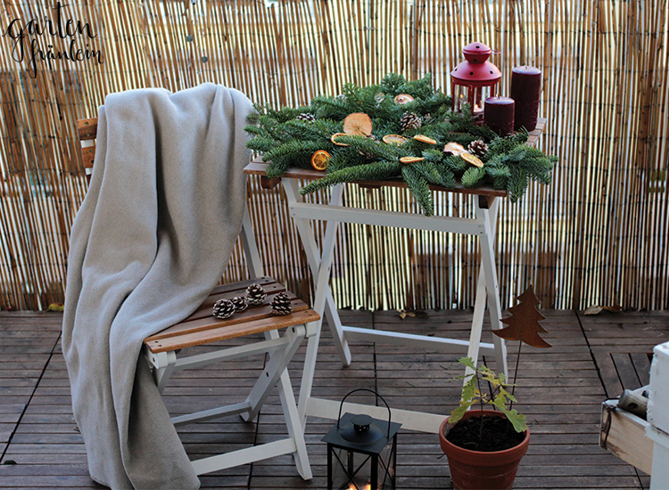 weihnachtsdeko auf dem balkon garten fr ulein. Black Bedroom Furniture Sets. Home Design Ideas