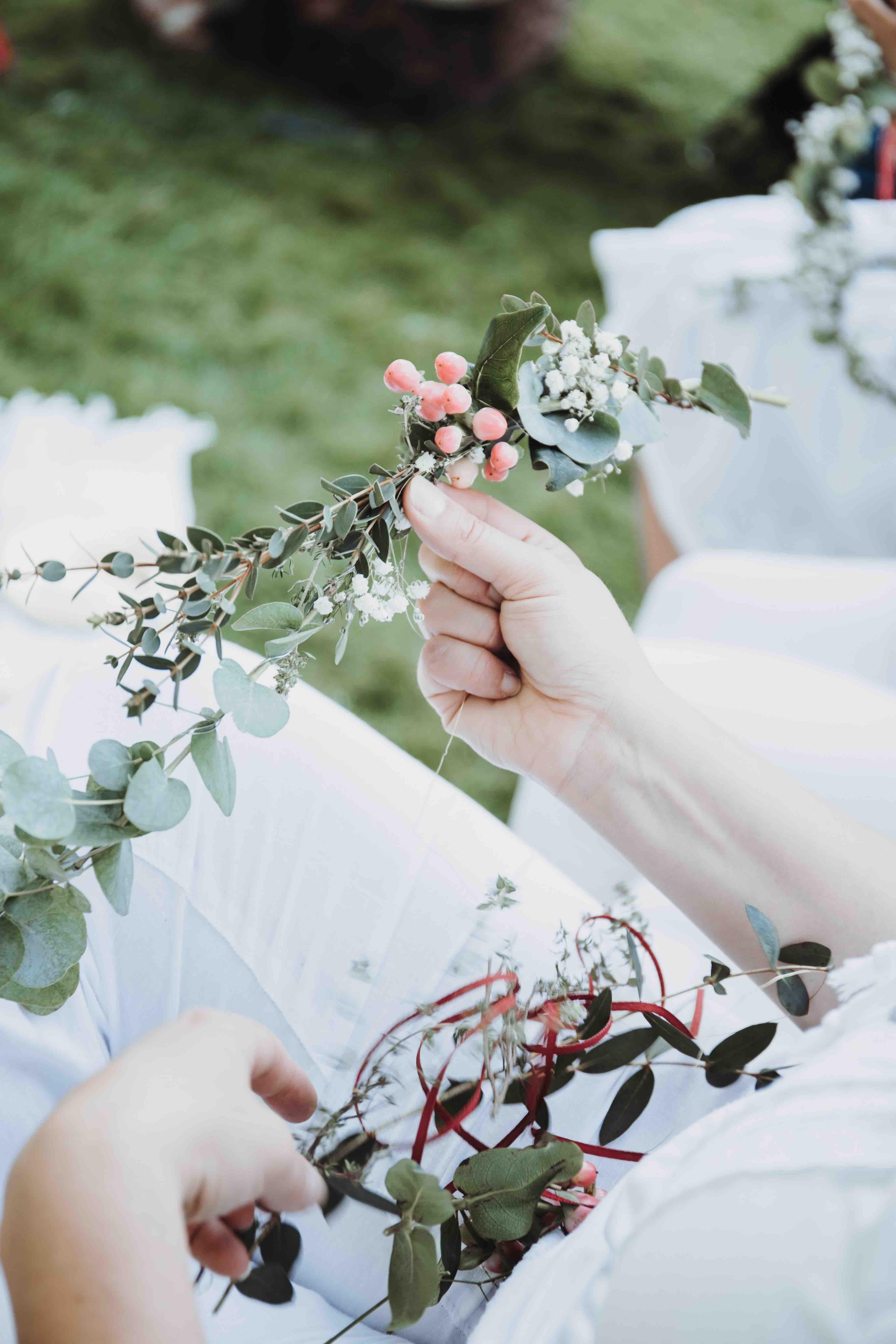 61ff7df3944686 Blumenhaarkranz selber binden - Einfaches, schnelles und preiswertes DIY