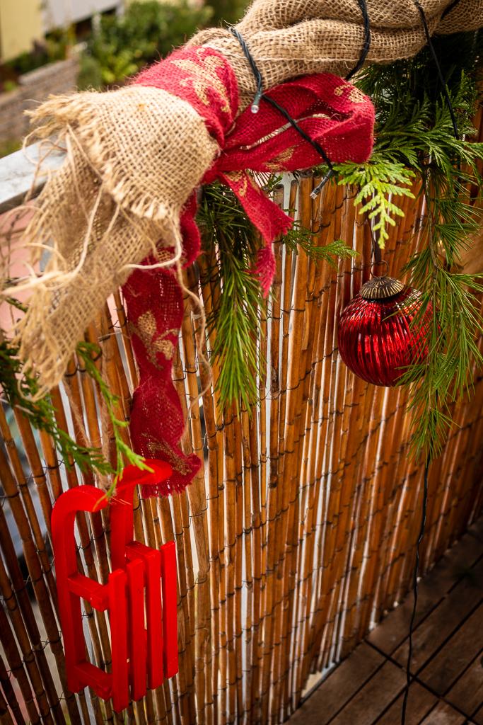 nat rliche weihnachtsdeko f r den balkon garten fr ulein der garten blog. Black Bedroom Furniture Sets. Home Design Ideas